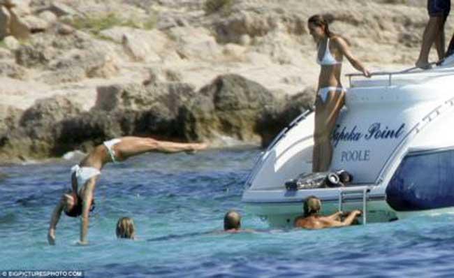 Pippa topless and bikini